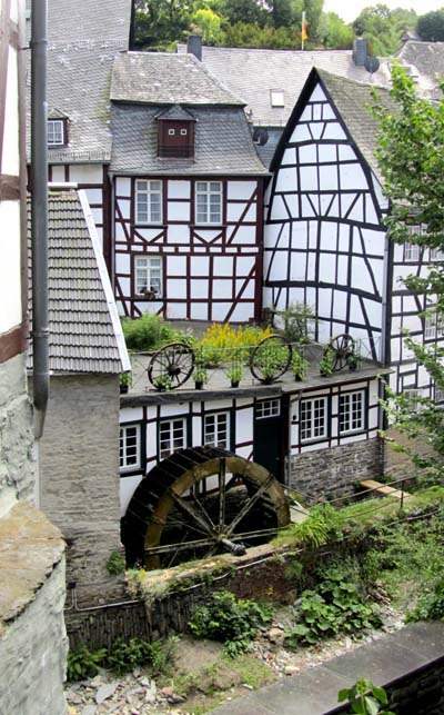 A water wheel among half-timbered buildings