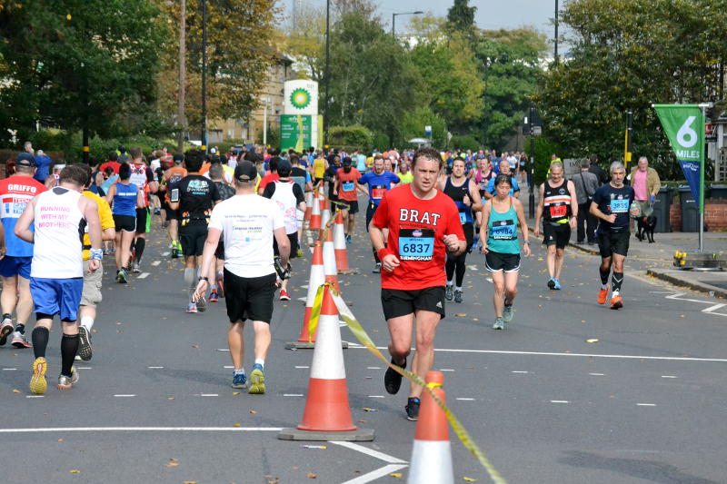 Runners passing in both directions along Pershore Road